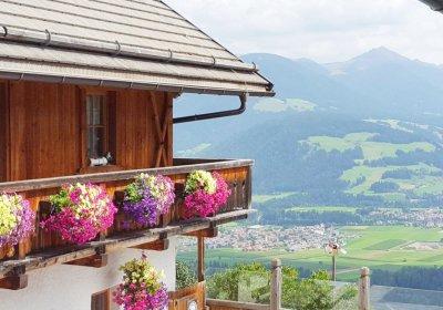 haus_balkon_blumen